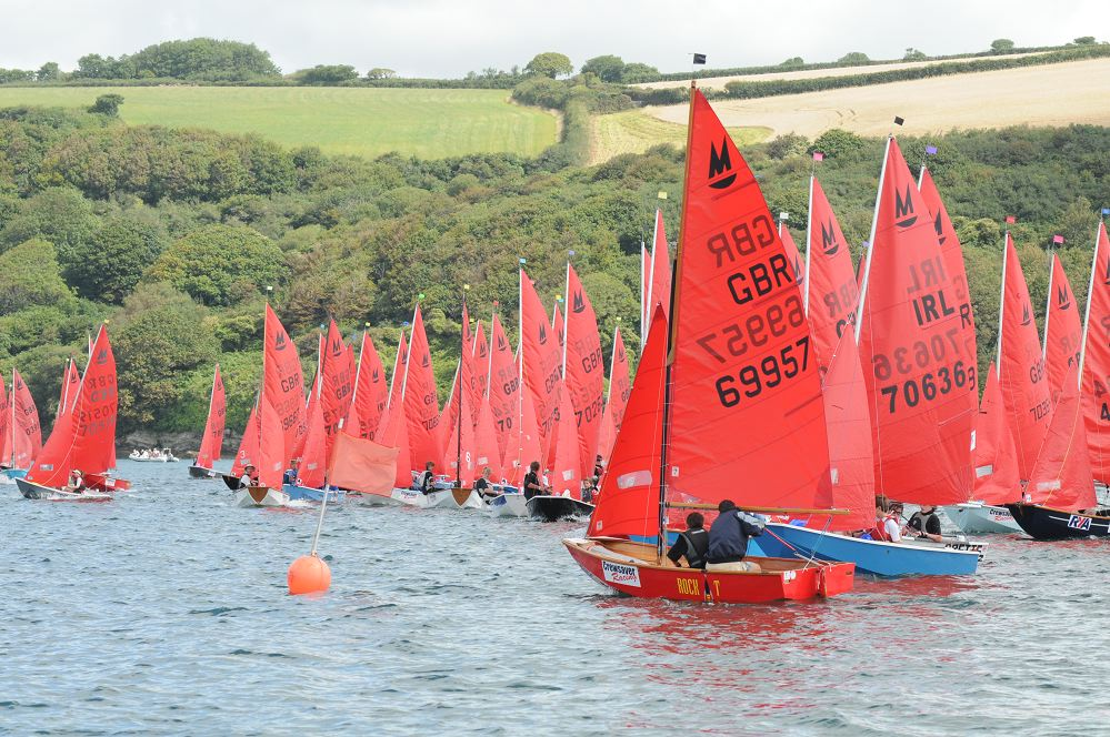 A fleet of about 70 Mirror dinghies starting a race
